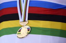 Goldmedaille mit Regenbogentrikot; Rechte: Roth-Foto