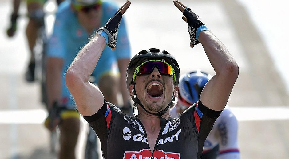 Nicht zu fassen: John Degenkolb jubelt in Roubaix (Foto: Roth & Roth; Roth-Foto.de)