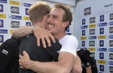 John Degenkolb (r.) umarmt seinen Sportl. Leiter Marc Reef (Foto: Roth&Roth; Roth-Foto.de)