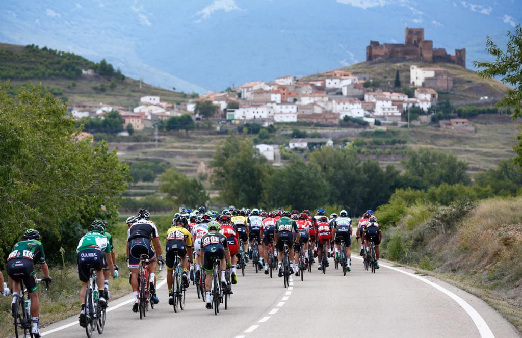 Typisch Vuelta -schnelles Tempo und immer die Gefahr von Windkanten (Foto: Roth&Roth roth-foto.de)