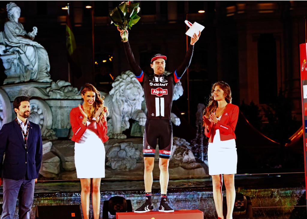 Tom Dumoulin auf dem Podium als kämpferischster Fahrer der Vuelta (Foto: Roth&Roth roth-foto.de)
