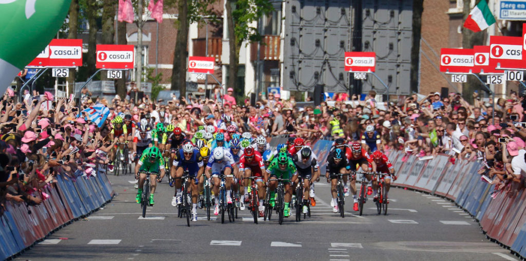 Giro 2016 Sprint Etappe 2 (Foto: Roth&Roth roth-foto.de)