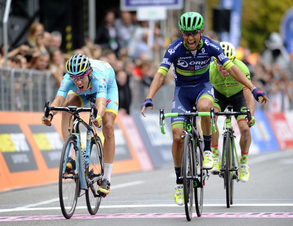Esteban Chaves siegt im Sprint vor Diego Rosa (Foto: Roth&Roth)