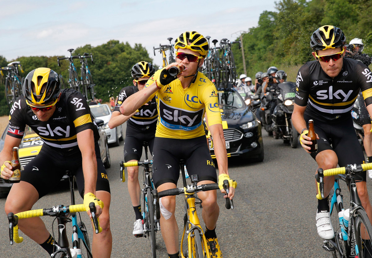 Prost! Chris Froome feierte 2016 seinen 3. Tour-Sieg (Foto: Roth&Roth)